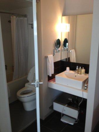 ซิตาดีนส์ ชินจุกุ โตเกียว:                   Bathroom