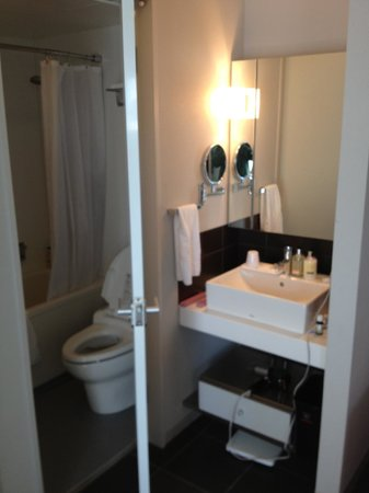 Citadines Shinjuku Tokyo:                   Bathroom