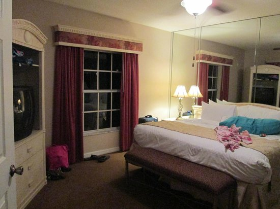 Mystic Dunes Resort & Golf Club:                                     King Bedroom