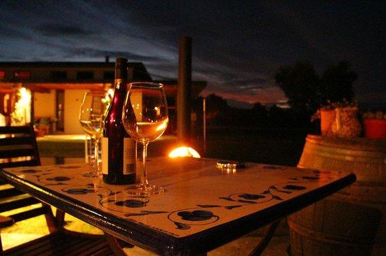 Antria Boutique Lodge : Abendstimmung auf unserer Terrasse bei gutem Wein...