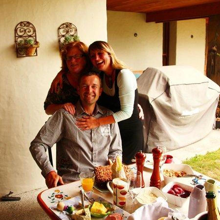 Antria Boutique Lodge : Am Frühstückstisch zuammen mit der Hausherrin...