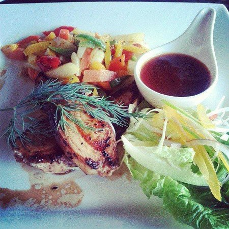 The Taaras Beach & Spa Resort: Grilled fish for dinner