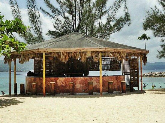 Aquasol Beach Park:                   one of the bars