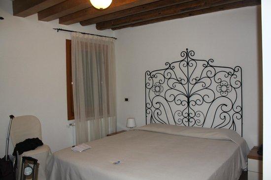 Hotel Antigo Trovatore: Nice bed