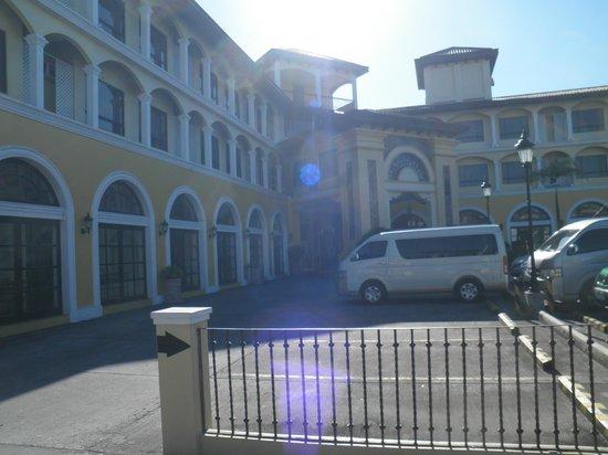 Planta Centro Bacolod Hotel & Residences:                   建物