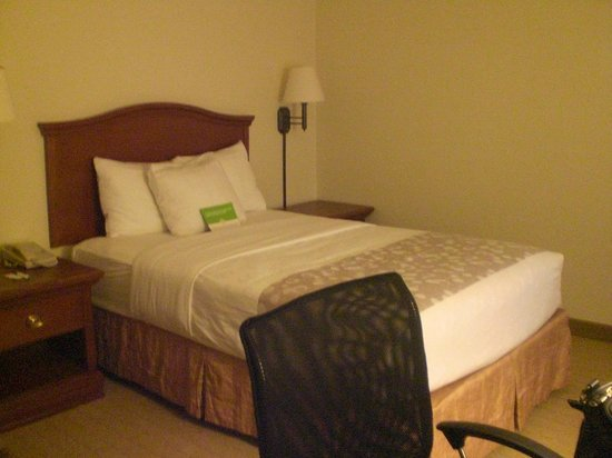 La Quinta Inn & Suites Downtown Conference Center: Very comfortable pillowtop bed