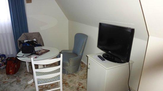 Hotel Eisenhut:                   Bedroom sitting area.