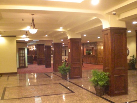 La Quinta Inn & Suites Downtown Conference Center: Beautiful historic lobby