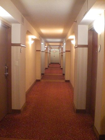 La Quinta Inn & Suites Downtown Conference Center: Hallway to my corner room