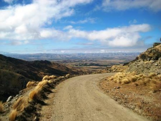 Central Otago Motorcycle Tours :                   Looking back over the Maniototo