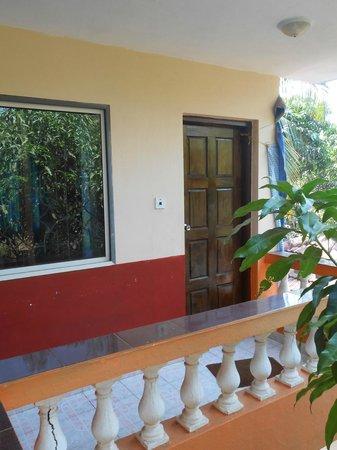 Villa Anjuna:                   дверь в номер на 2-м этаже