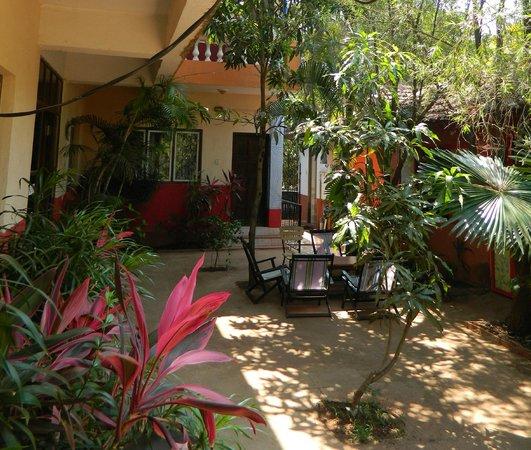 Villa Anjuna:                   непосредственно внизу номера