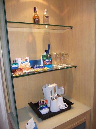 โรงแรมโนโวเทล กรุงเทพ สยามสแควร์: Coffee-tea and other snacks (chargeable to room for snacks)