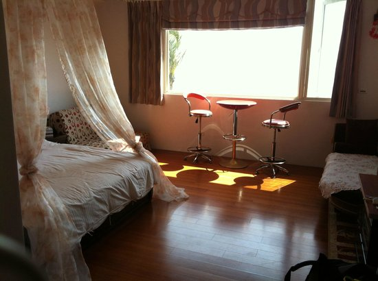 HL Sea Homestay:                   Ai Qin Hai Room 1