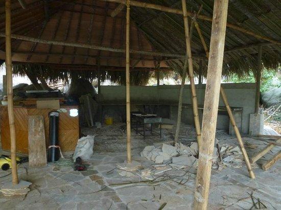 Ecohostal Yuluka: Restaurant im Bau (Februar 2013)