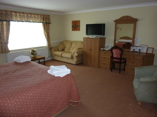 Chilton Country Pub and Hotel:                   Our upgraded room