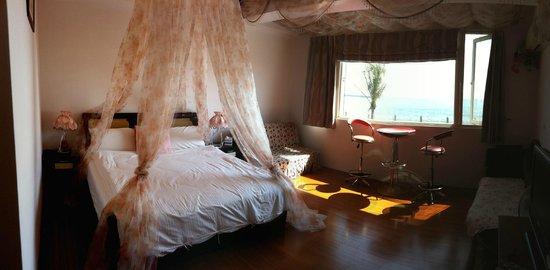HL Sea Homestay:                   Ai Qin Hai room 2