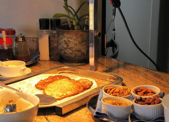Horizon Guest House: Banana pancakes today, another outstanding breakfast