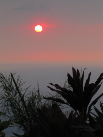 Horizon Guest House: Every night, the sunset was amazing (one good thing about vog!)