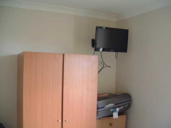 High Cross Park Lodge :                   Cupboard and TV