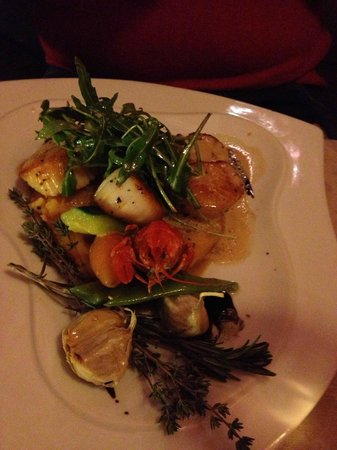 L'Escale :                   grilled fresh seasonal scallops