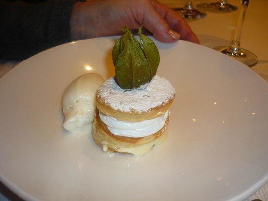 Restaurante Del Arco: Milhojas de crema pastelera y merengue