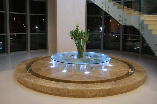 Novotel Abu Dhabi Gate:                   A fountain in the foyer