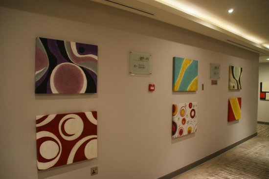 Novotel Abu Dhabi Gate:                   Modern art on the walls
