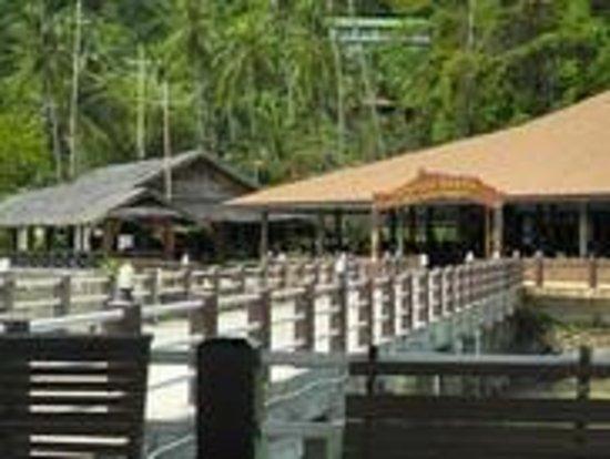 Koh Ngai Resort: Kohn Ngai Pier and Restaurants