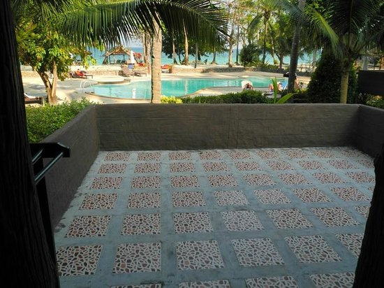 Koh Ngai Resort: Beach Front Bungalow Balcony and view