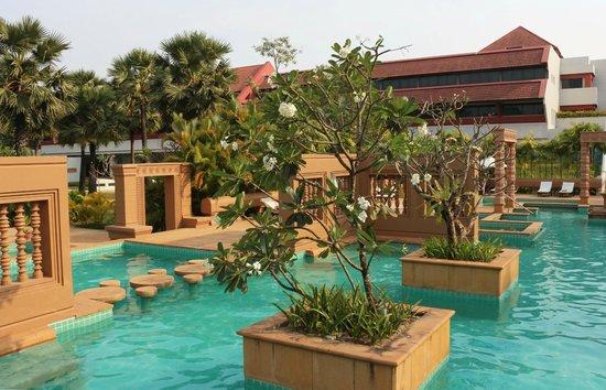 Le Meridien Angkor: Hotel pool