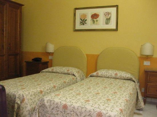Hotel Chiusarelli:                   ベットツイン