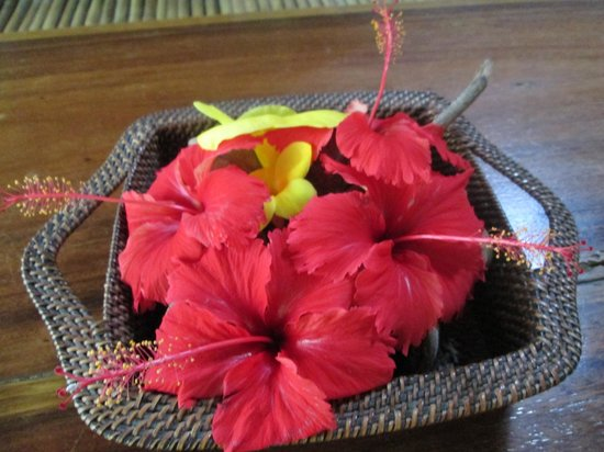 Blue Bayou Bungalows:                   Breakfast table flowers