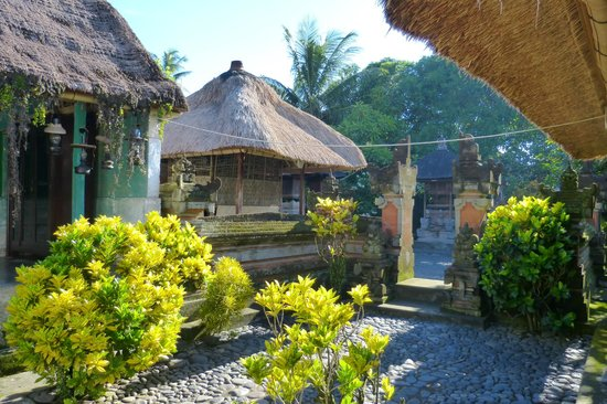 Agus Bali Private Tours:                   Traditional Bali house tour