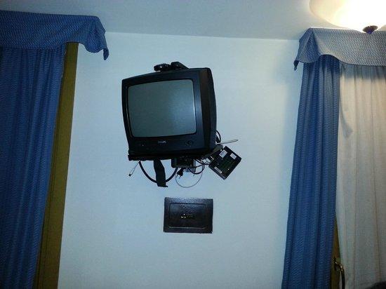 Hotel Garni Enrosadira :                   TV?