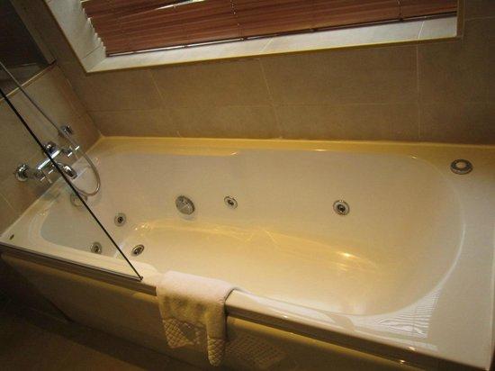Ottoman Hotel Imperial: bath