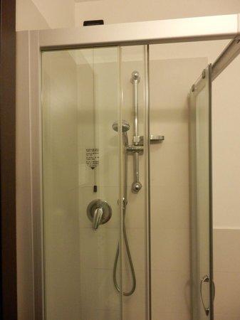 Hotel Villa Pannonia:                   shower cabin