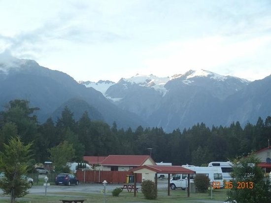 Franz Josef TOP 10 Holiday Park: View of glaciers from tent site