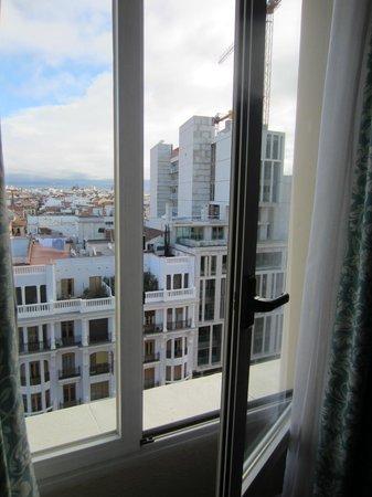 Hotel Rex:                   Apertura de ventana sin seguridad
