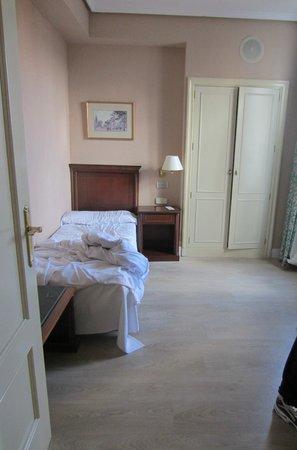 Hotel Rex:                   Segundo dormitorio con supletoria - muy amplio