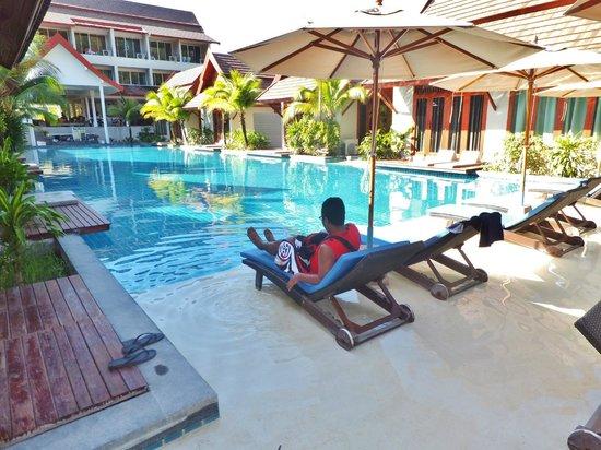 L'esprit de Naiyang Resort:                   Pool facing the hotel lobby; pool villas