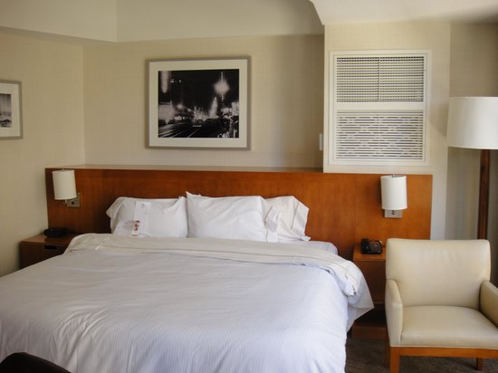 The Westin Bonaventure Hotel & Suites:                                     Room with King bed