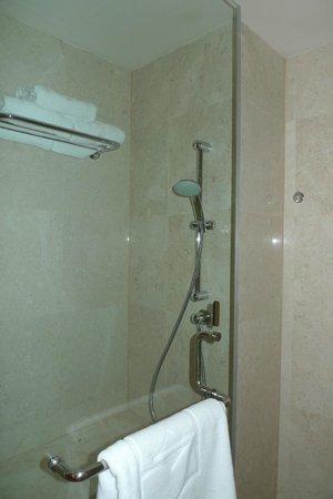 Shangri-La's Rasa Sayang Resort & Spa: Bathroom