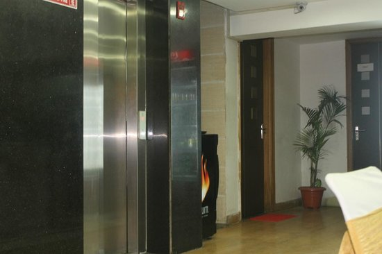 Hotel Balsons Continental: Elevator