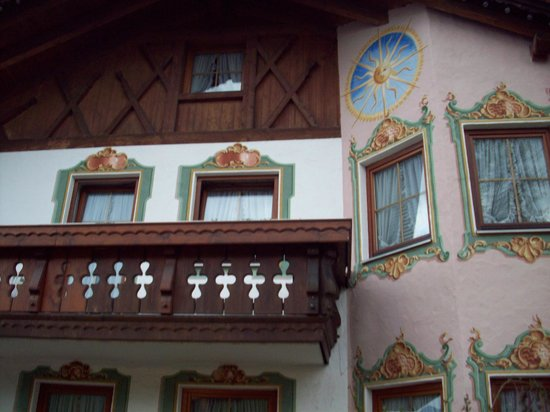 Gastehaus Sonnenschein:                                     Lovely painting on outside