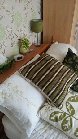 Grove Guest House: very comfy well equipped room