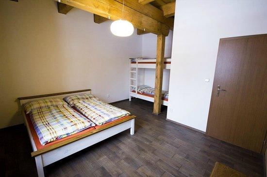 Penzion Rzehaczek: Loznice 4luzkovy apartman, sypialnia 4ro osobowy apartament