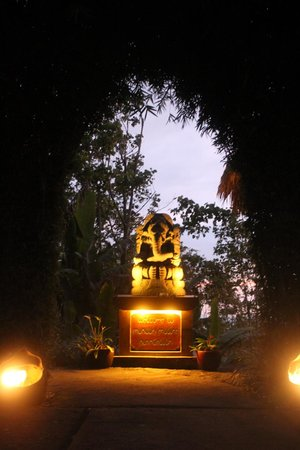 Munduk Moding Plantation: Ganesha at the gate