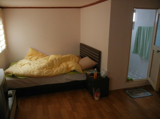 B&J Guest House :                                     double bed