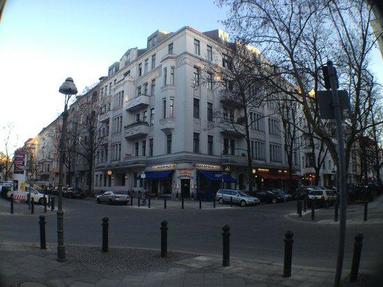 Hotel Pension Elegia:                   улица где расположен отель